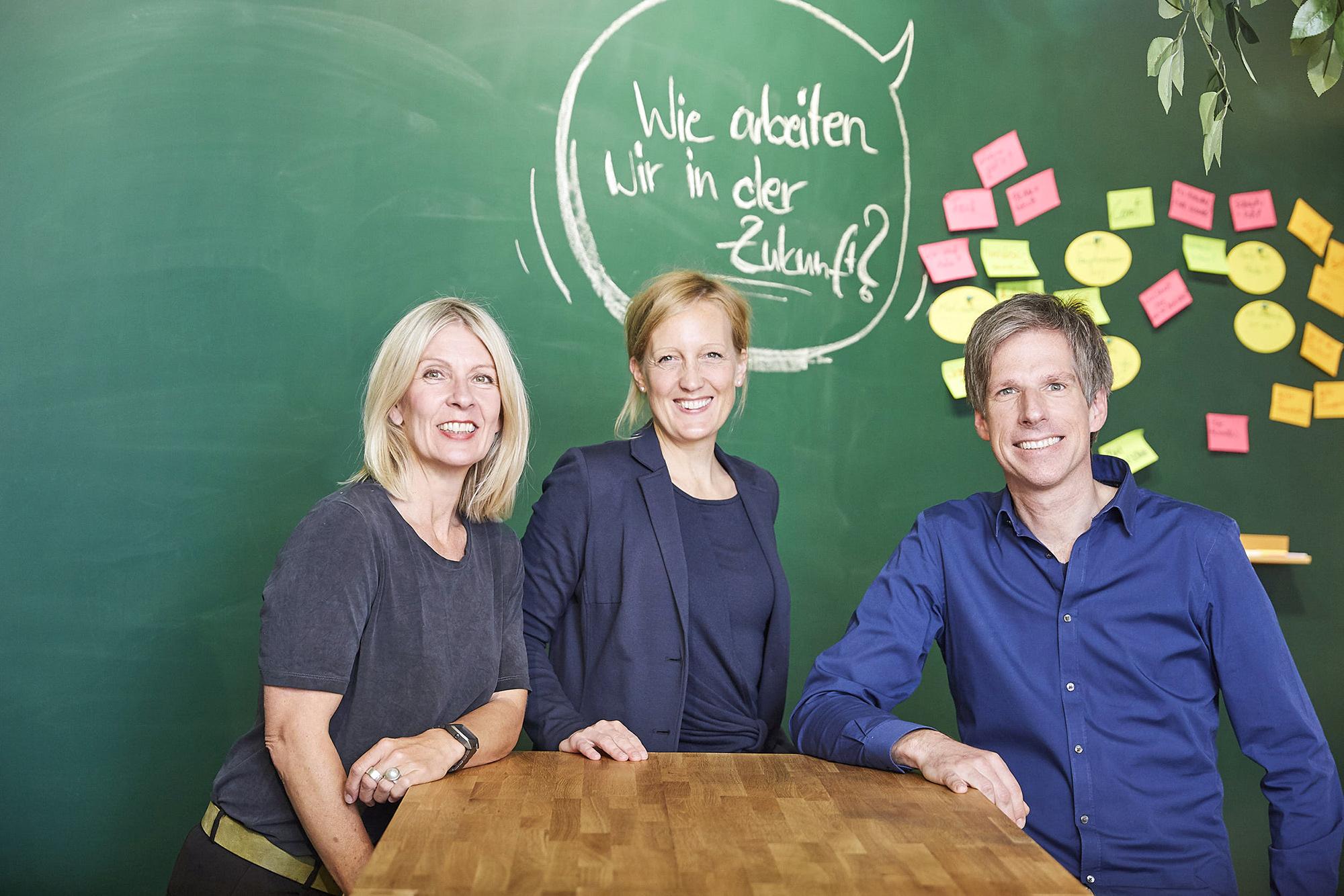 Das Team der Goldenen Idee, dem New Work Lab in Düsseldorf Workshopraum zur Miete Creative Space Kreativraum New Work Lab Duesseldorf Design Thinking Seminarraum Innovation Space