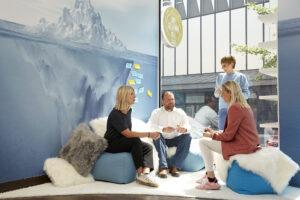 Loungebereich Workshopraum zur Miete Düsseldorf Creative Space Kreativraum New Work Lab Duesseldorf Design Thinking Seminarraum Innovation Space