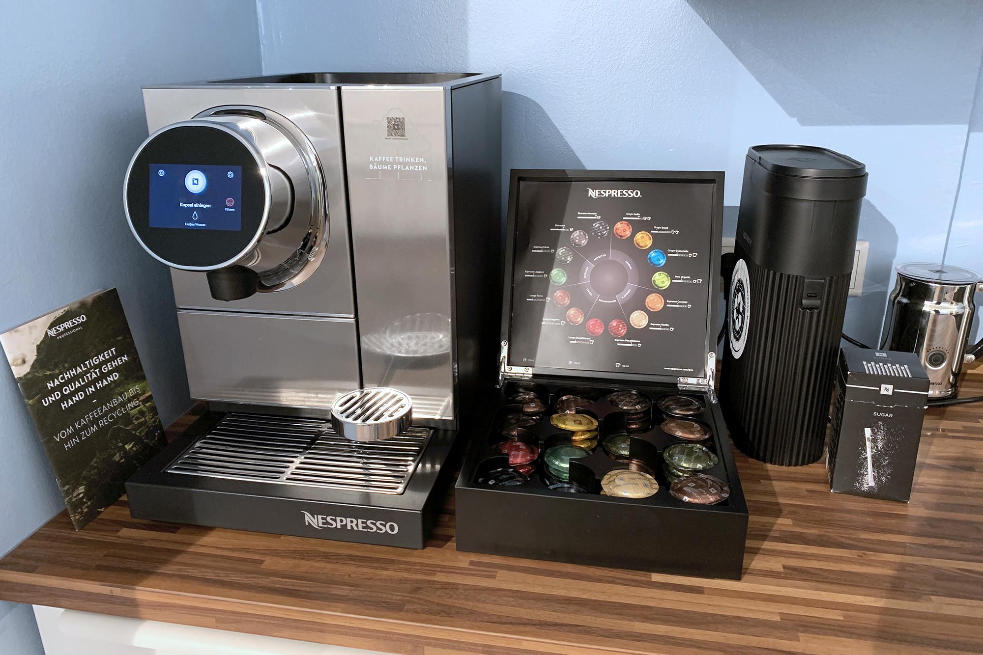 Nespresso Professional Kaffeeauswahl in offener Teeküche, Workshopraum zur Miete, Meetingraum Düsseldorf, Seminarraum mieten, New Work Lab